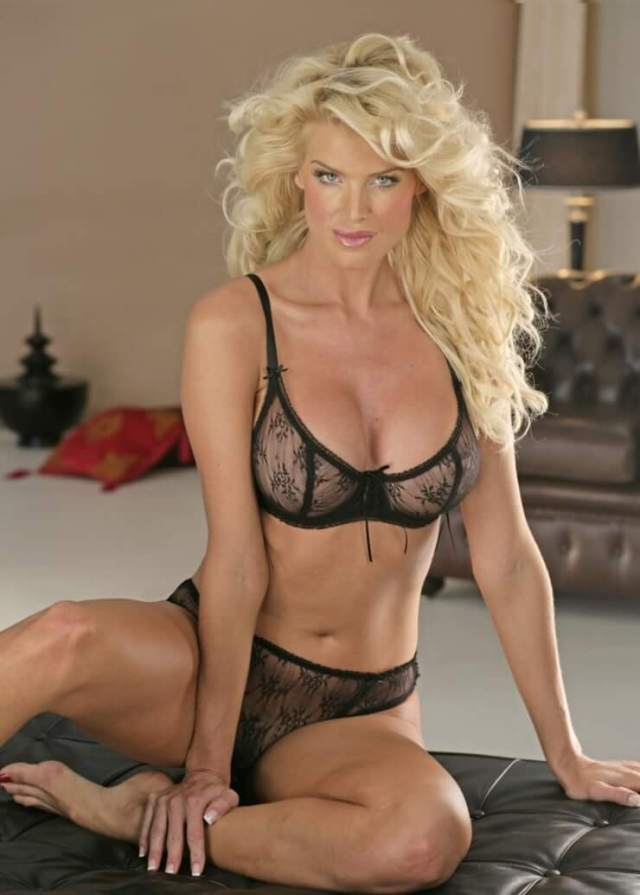 Victoria Silvstedt awesome pictures