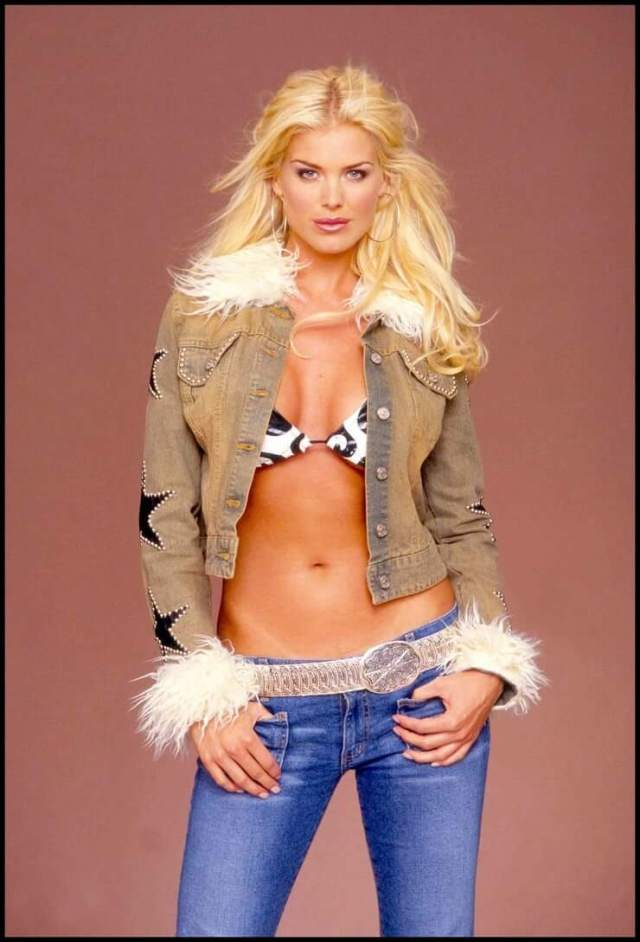 Victoria Silvstedt cleavages pic