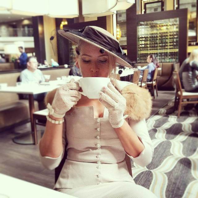 lacy evans drinking tea