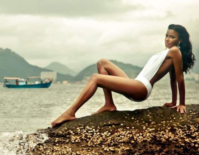 leila lopes thighs photo