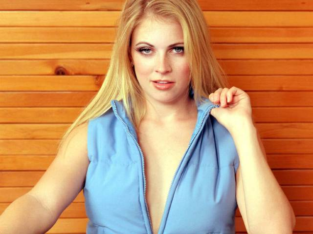 melissa joan hart cleavage pictures