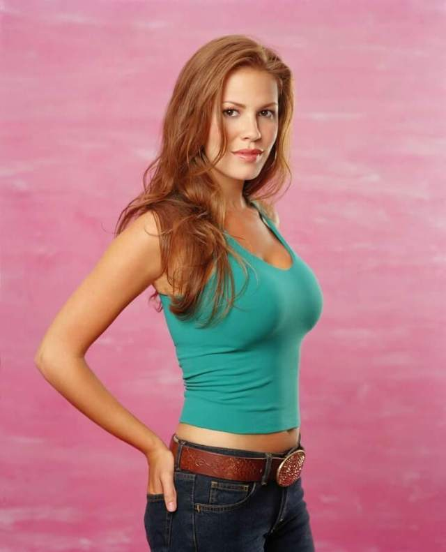 nikki cox brown hair