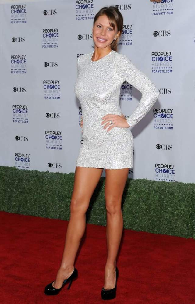 nikki cox red carpet