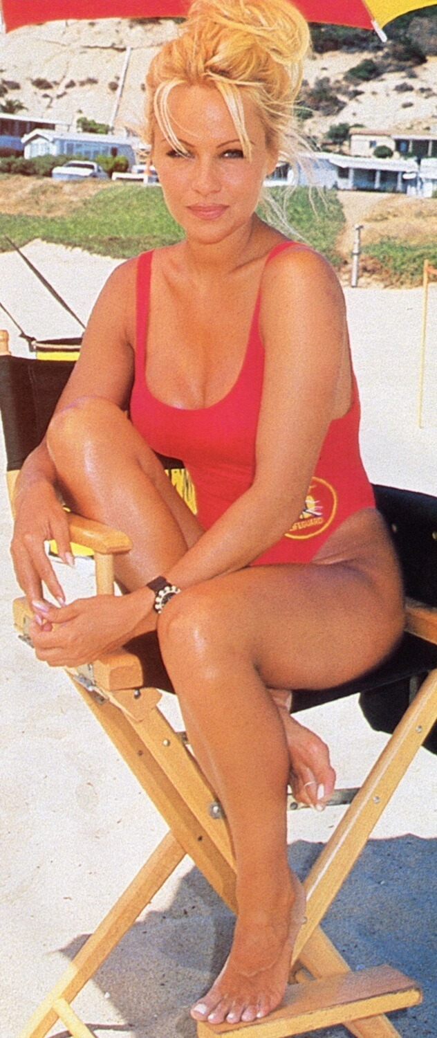 pamela anderson hot cleavages pic