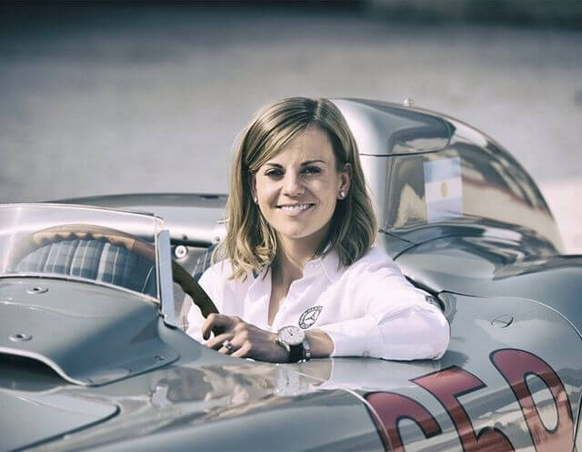 susie wolff inside the car