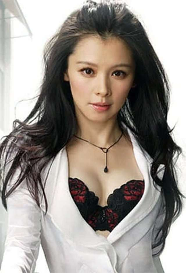 vivian hsu cleavage photo