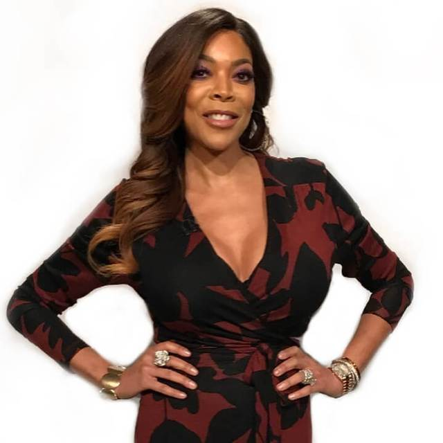wendy williams sexy cleavage01