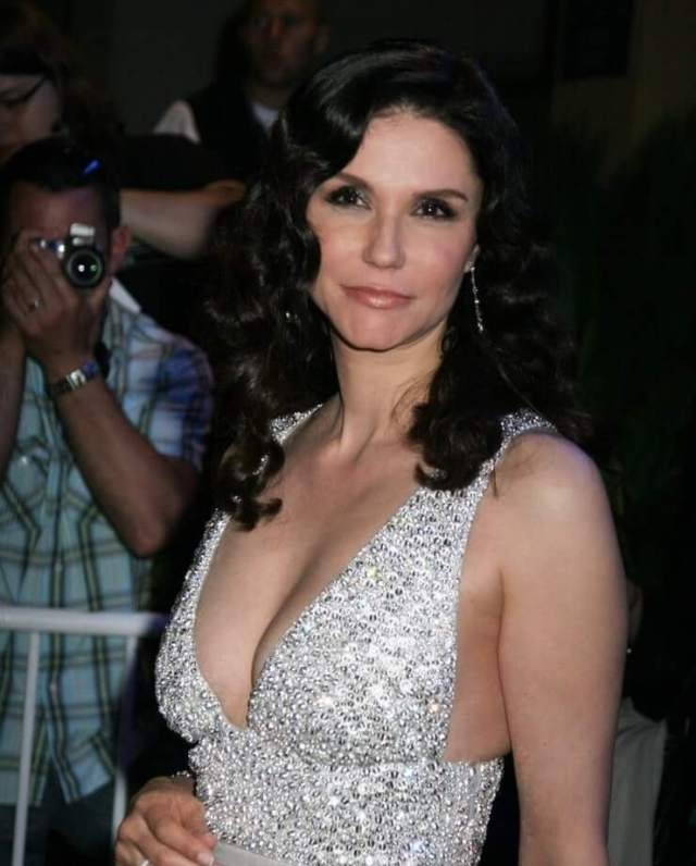 Alessandra Martines cleavage pic