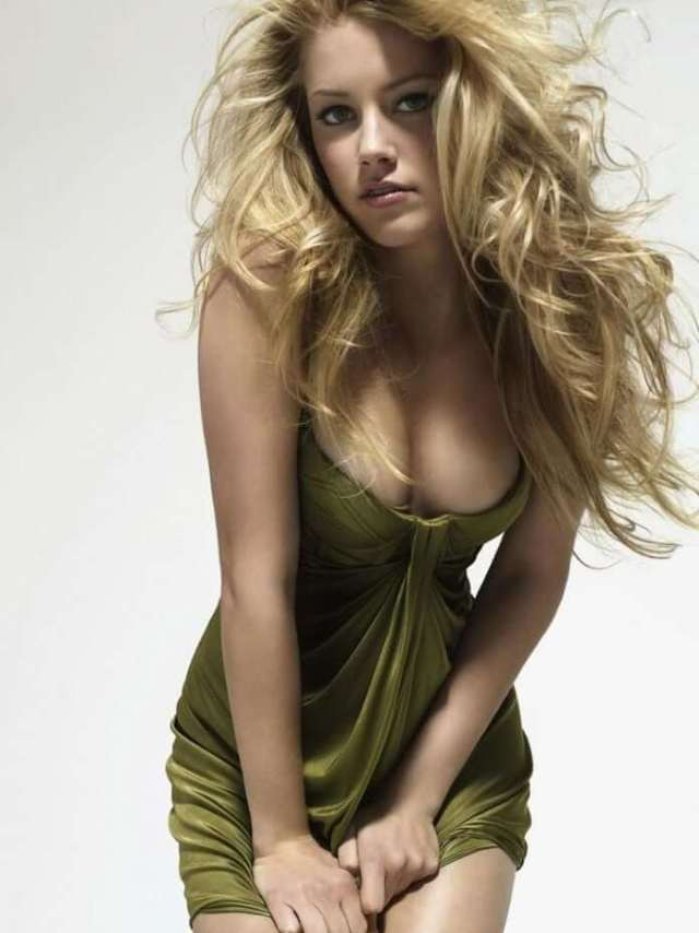 Amber Heard sexy busty picture