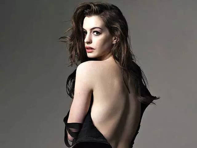 Anne Hathaway hot near nude pic