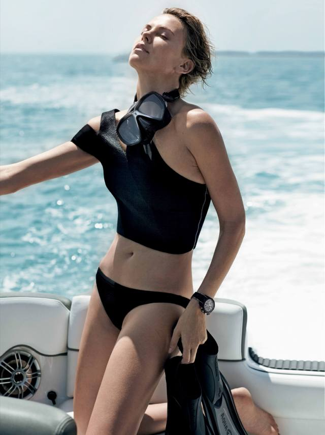 Charlize-Theron-hot-black-look-