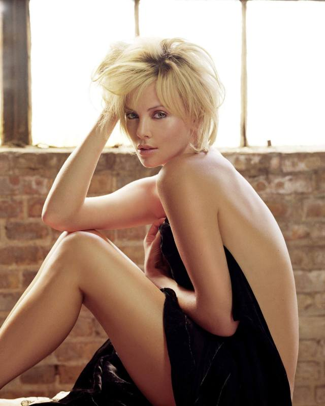 Charlize Theron sexy topless pic