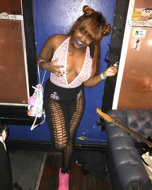 CupcakKe sexy tite jeans