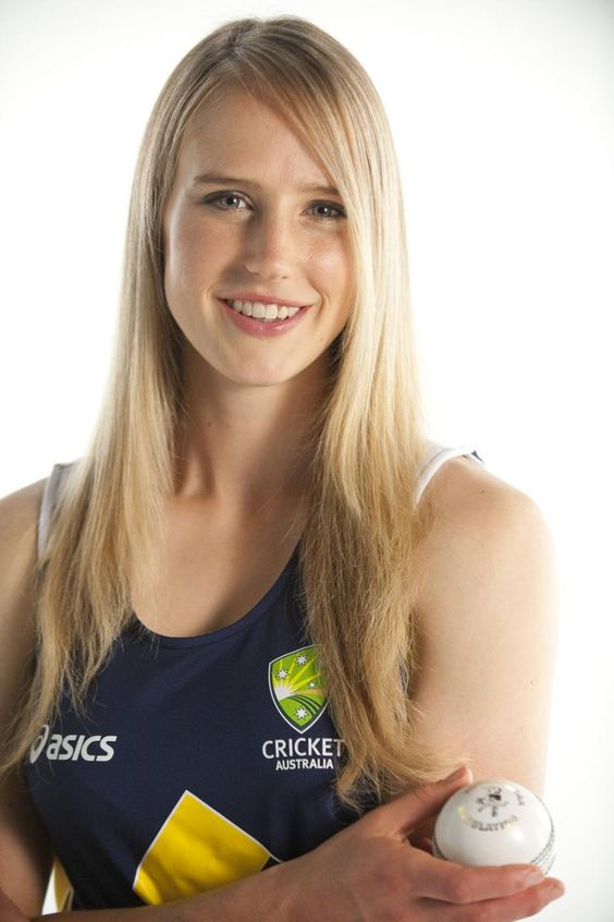 Ellyse Perry sexy cleavage