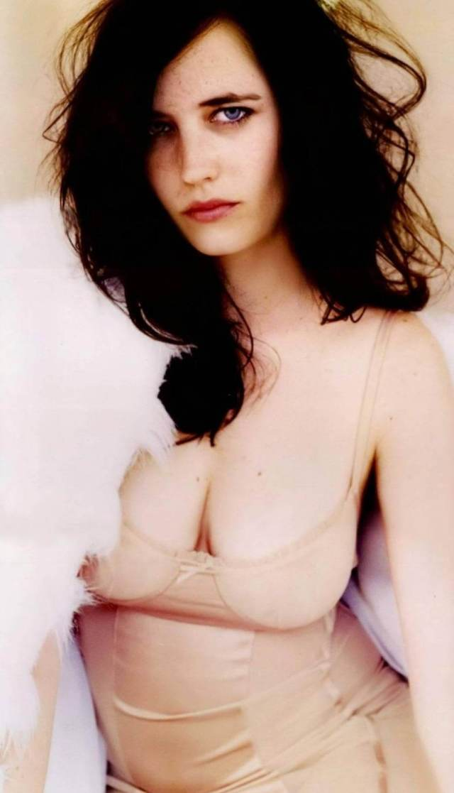 Eva-Green-cleavage-pictures