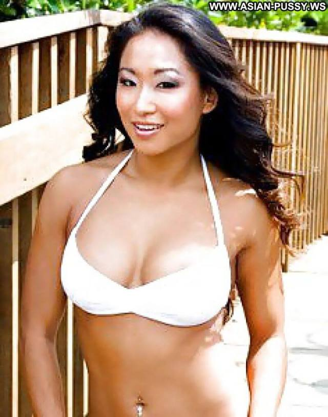 Gail Kim hot cleavage