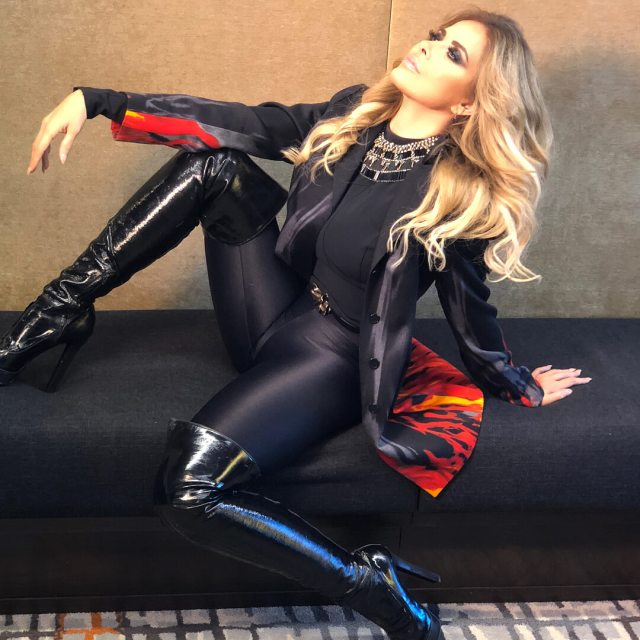 Gloria Trevi hot side pictures