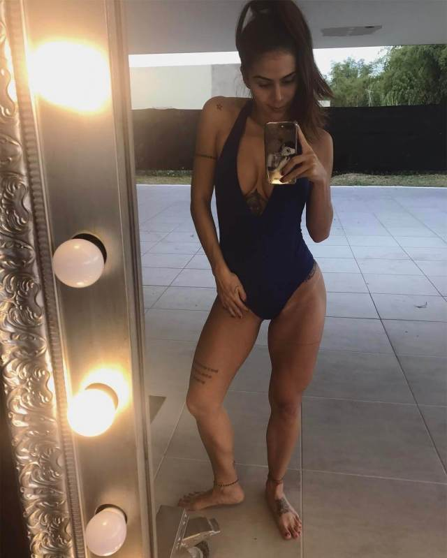 Greeicy Rendón sexy cleavage pictures