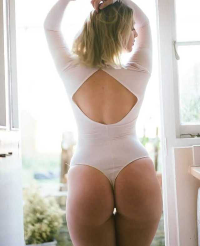 Iskra lawrence sexy booty pic