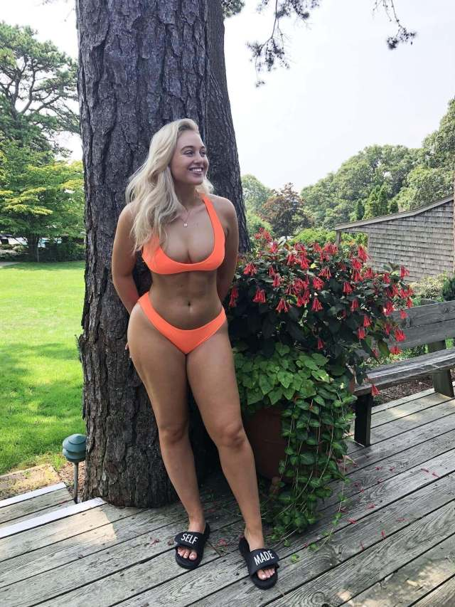 Iskra lawrence sexy long legs pic (2)