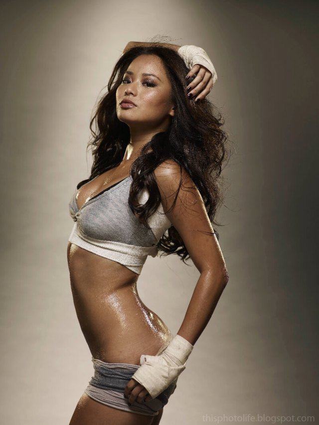 Jamie Chung sexy side look pic