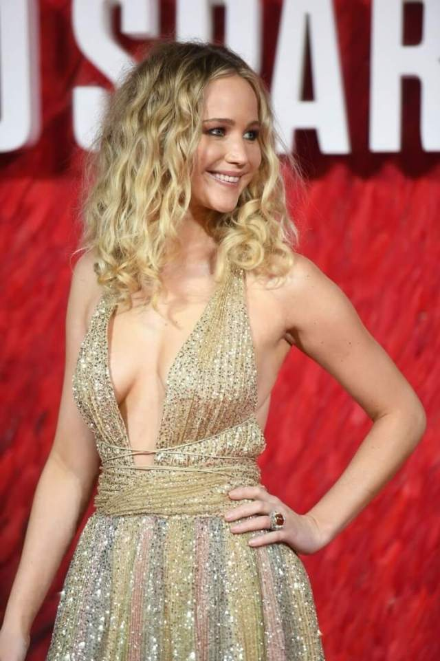 Jennifer Lawrence sexy cleavages pics