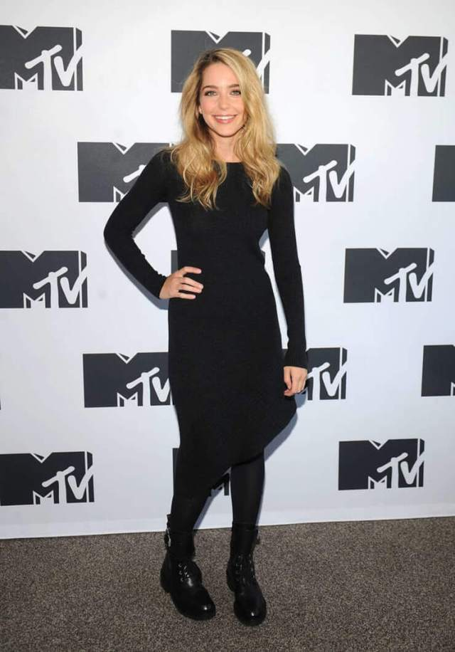 Jessica Rothe hottest pictures (2)
