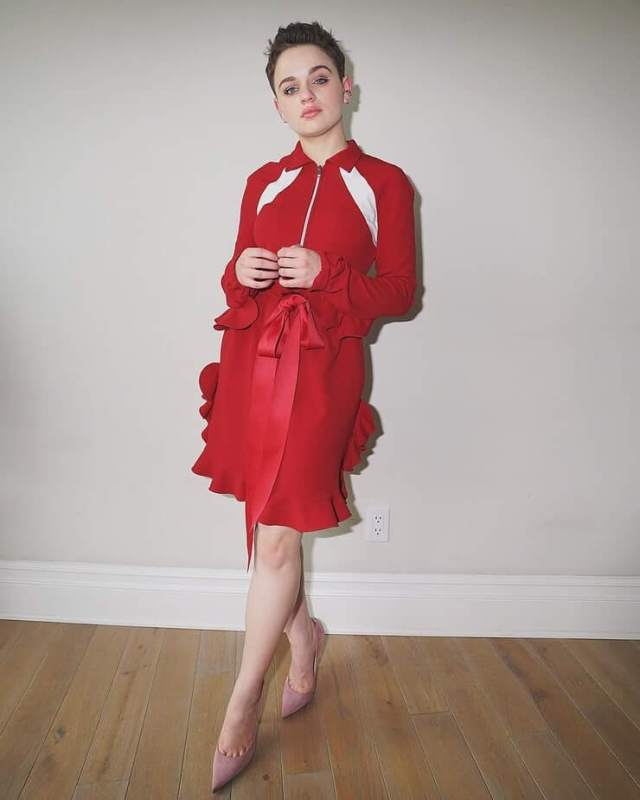 Joey King red (2)