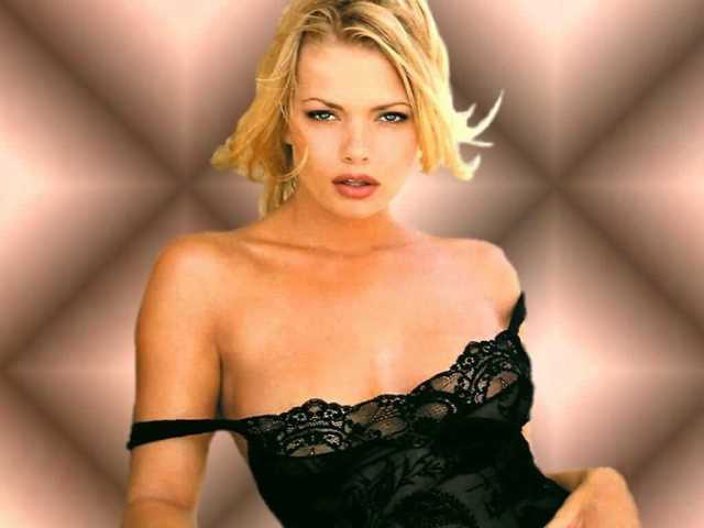 Katherine Heigl sexy cleavages