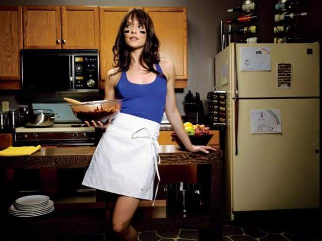 Katie Aselton awesome thighs pics