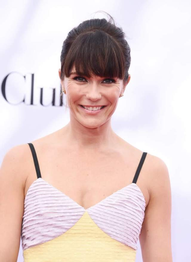 Katie Aselton sexy pictures