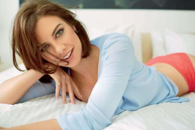 Lauren-Cohan-on-Bed