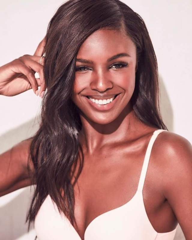 Leomie Anderson sexy hot boobs (3)