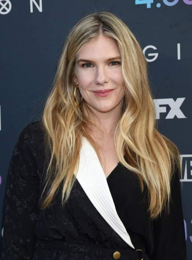 Lily Rabe hot hairs pic