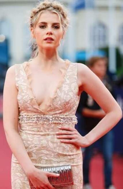 Lucy Boynton sexy busty picture