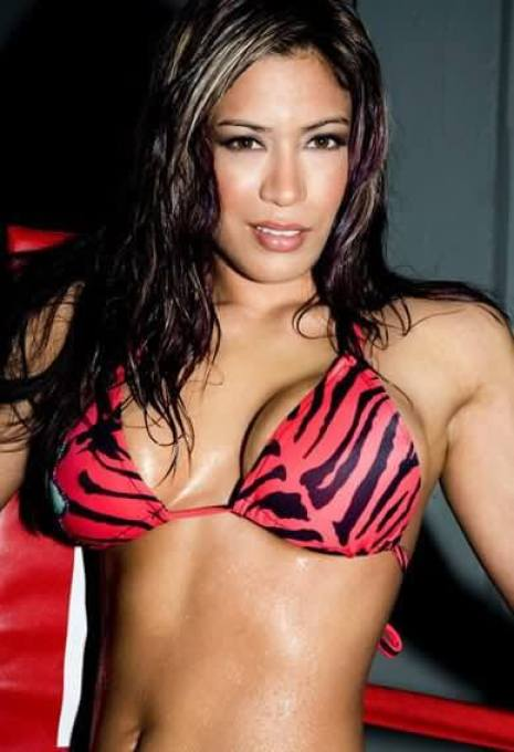 Melina-Perez-hot-red-bra