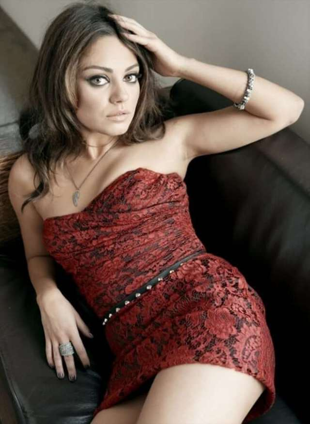 Mila Kunis sexy red dress pic