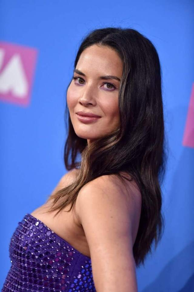 Olivia Munn big hot boobs cleavage photos (2)