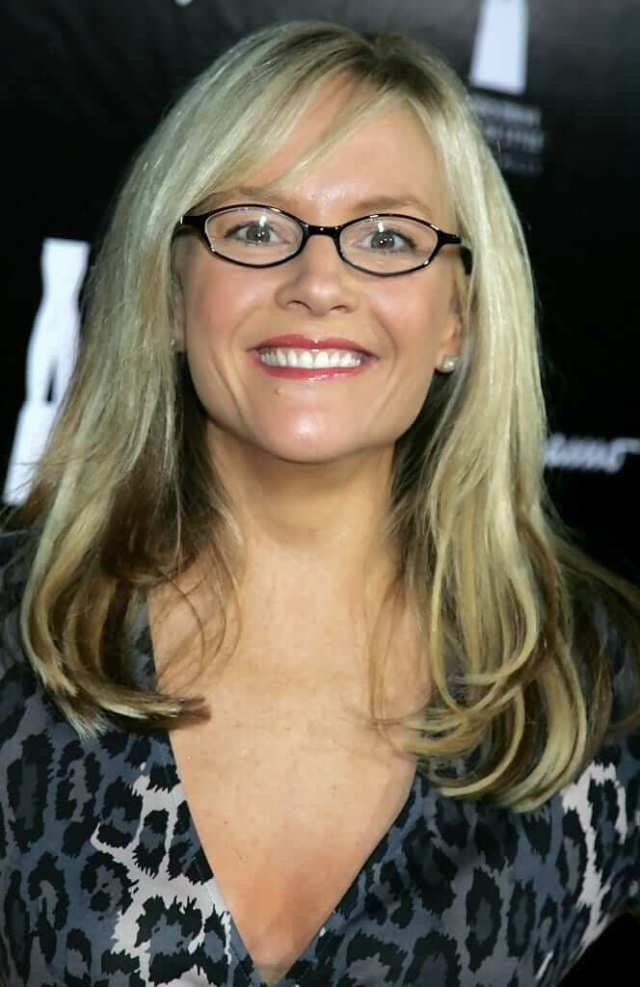 Rachael Harris hot pictures