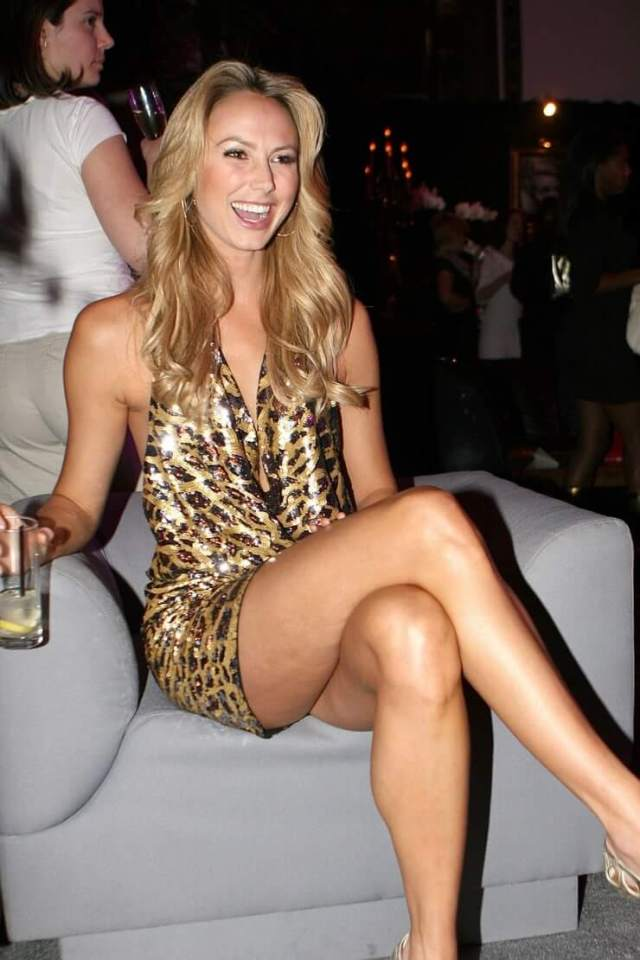 Stacy Keibler cleavage pics (2)