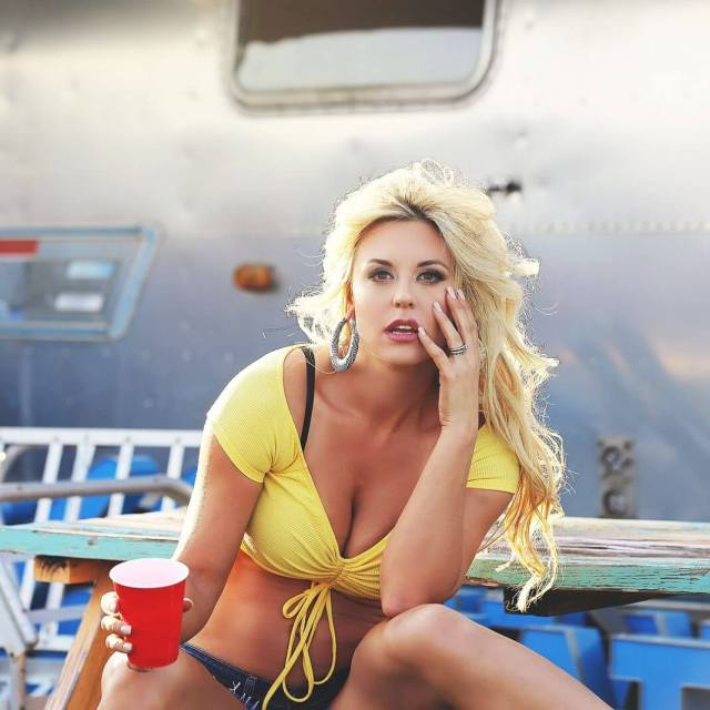 Taryn-Terrell-hot-yellow-clevage-1068x1068
