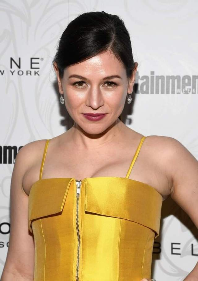 Yael Stone sexy cleavages pic