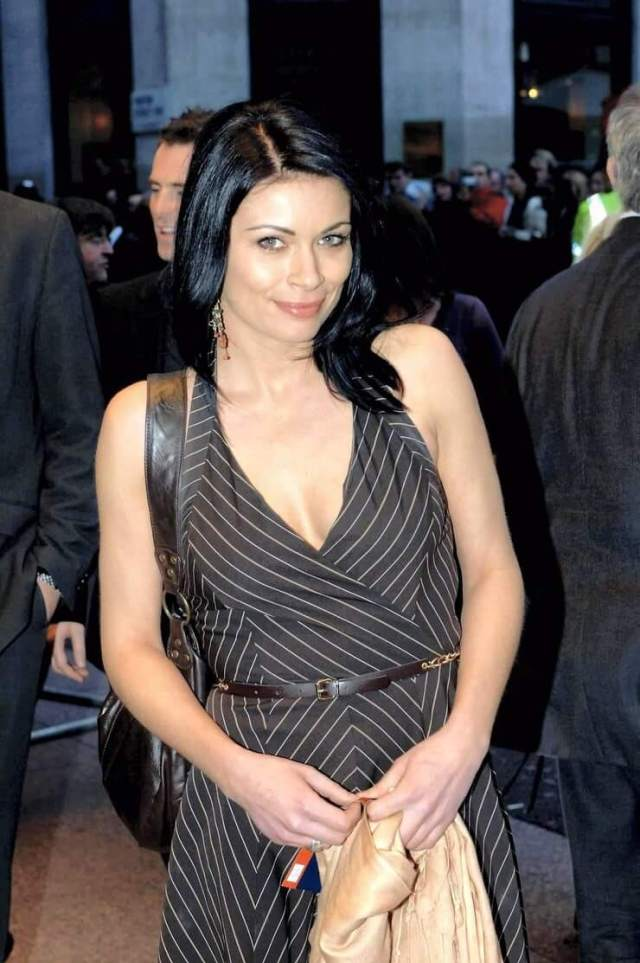 alison king cleavage