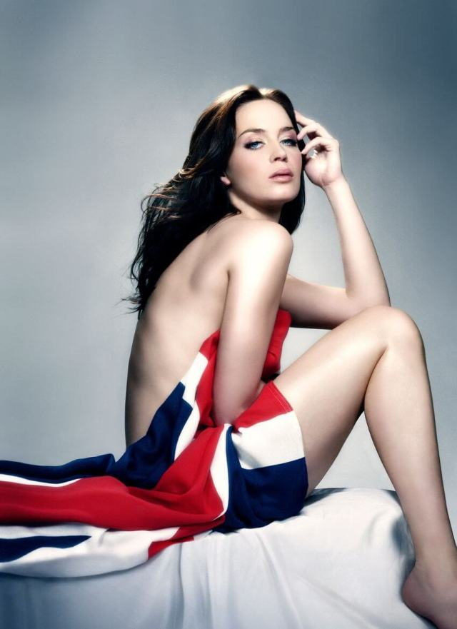 emily blunt sexy near-nude pic