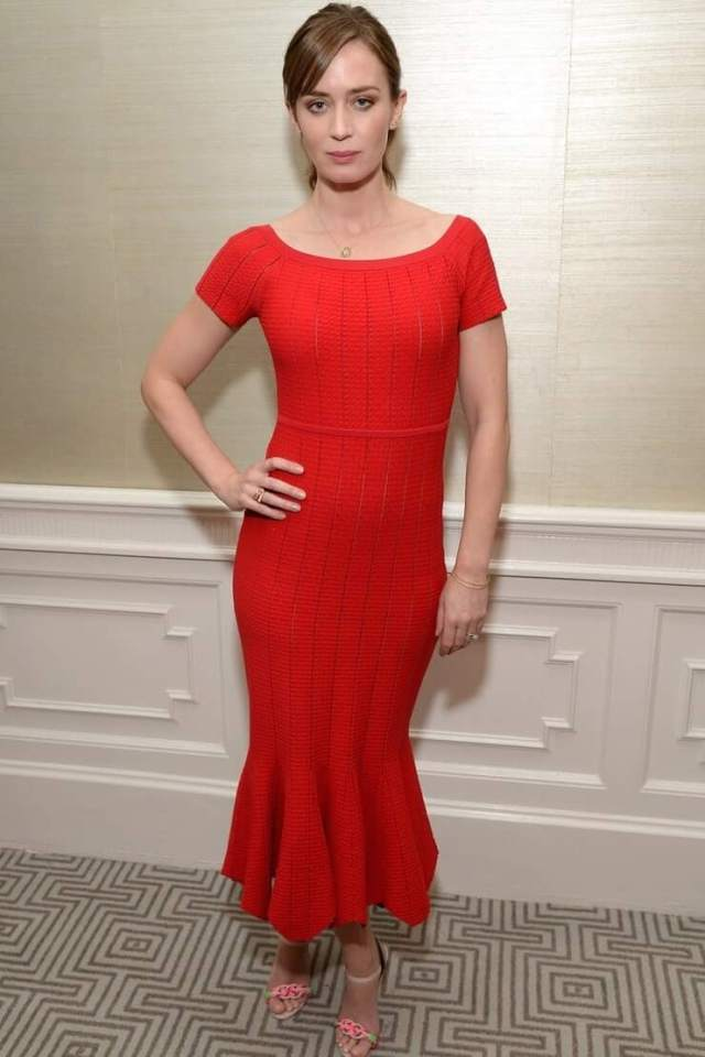 emily blunt sexy red dress