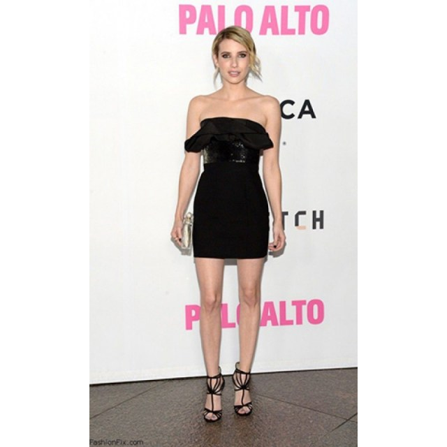 emma roberts awesome cleavage 1