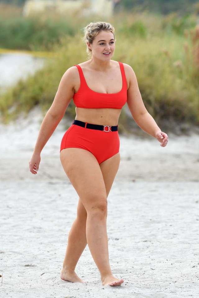 iskra lawrence hot cleavages pics
