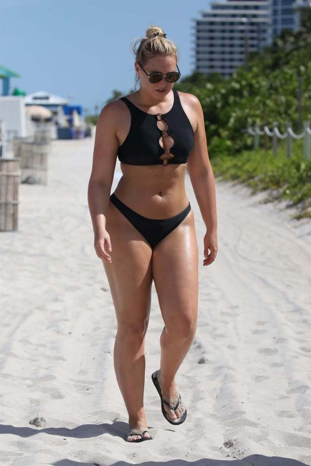 iskra lawrence sexy legs