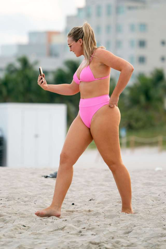 iskra lawrence sexy thighs