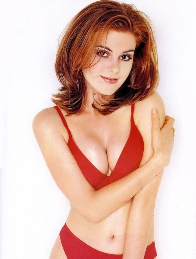 isla-fisher-red-hot-bikini-696x917